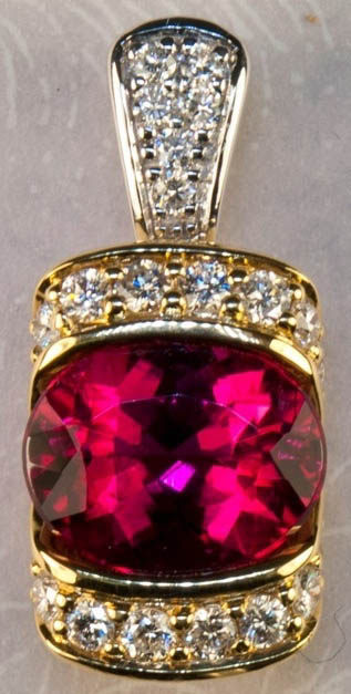 Previously owned Faceted 18K Gold Tourmaline Diamond Pendant